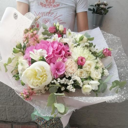 Большой розовый букет