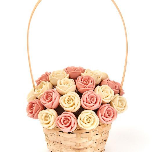 Корзинка из 27 шоколадных роз K27-BR
