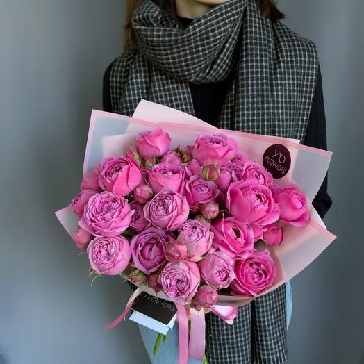 Монобукет из пионовидных роз сорта Мисти Баблс