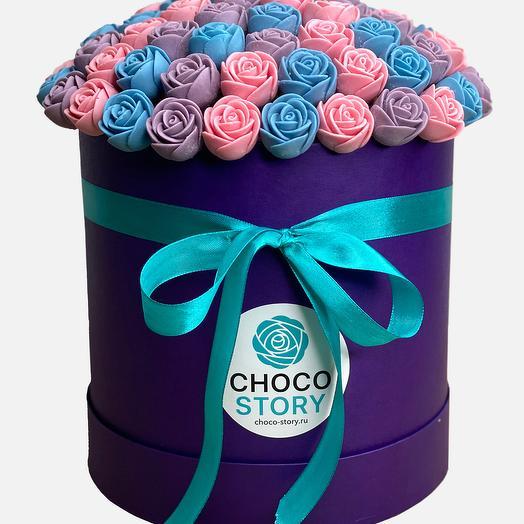 Шляпная коробка из 73 шоколадных роз SH73-F-GRF