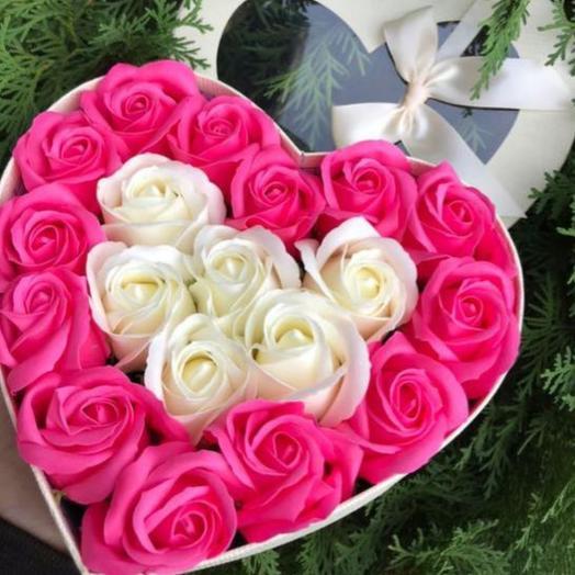 Цветы в коробке сердце на 23 февраля