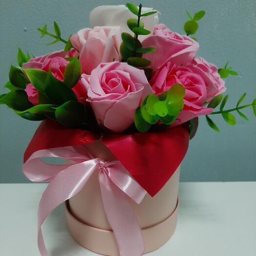 Шляпная коробка с мыльными розами