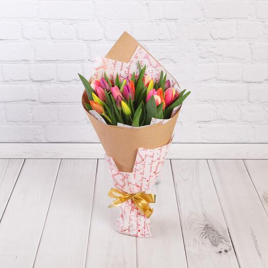 Букет из 25 тюльпанов в крафте МИКС