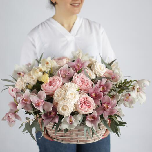 Букет с орхидеями в корзине 217