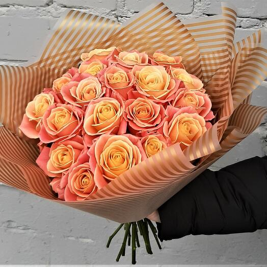 Букет коралловых роз
