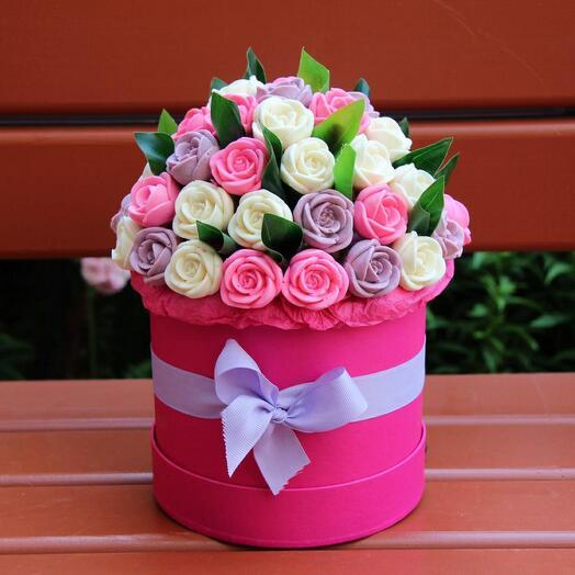 Шоколадные розы в коробке