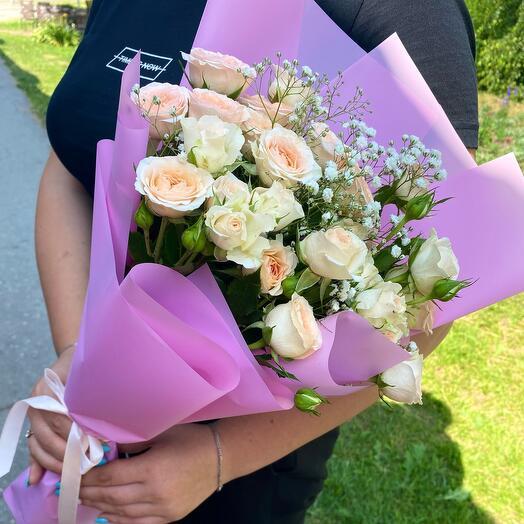 Кустовые розы в розовом