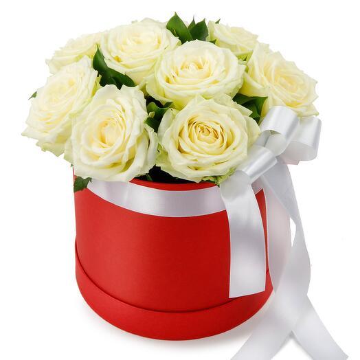 Цветы в коробке 9 роз Мондиаль