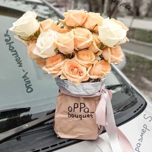 Розы в крафт мешочке с водой
