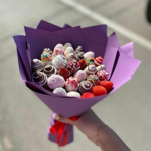 Клубничный букет «Шоколадная радуга»