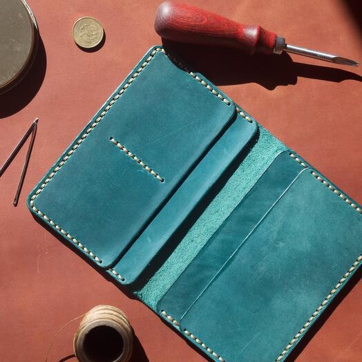 Обложка на паспорт ручной работы из натуральной кожи цвет аквамарин