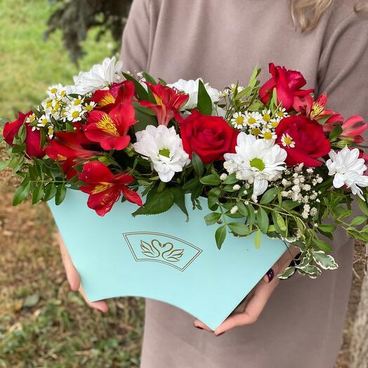 Композиция из розы и альстромерий