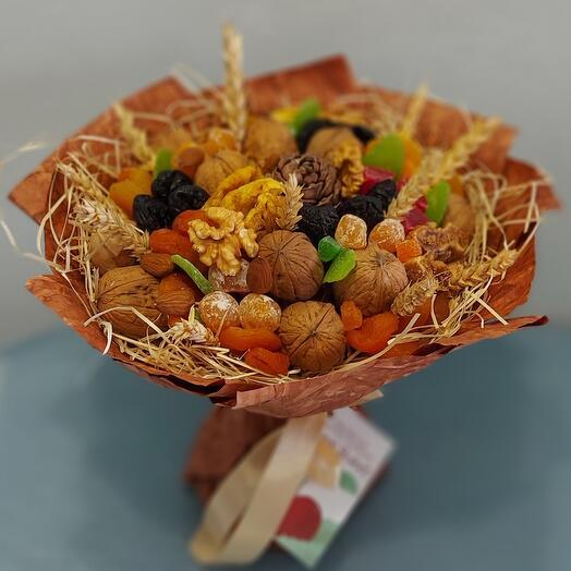 Съедобный букет из орехов и сухофруктов