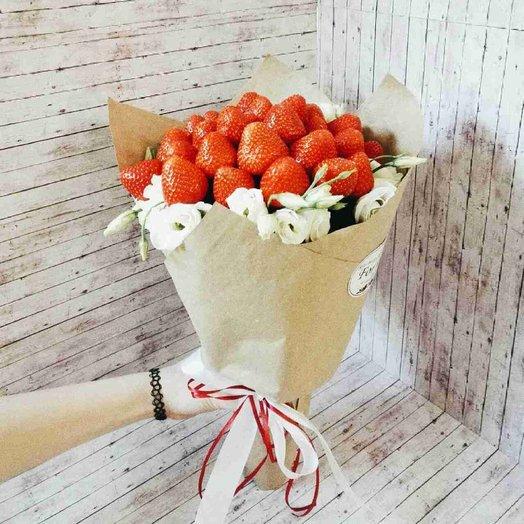 Букет из клубники с эустомой: букеты цветов на заказ Flowwow