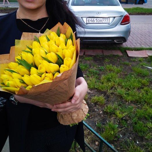 51желтыйтюльпанв крафте: букеты цветов на заказ Flowwow