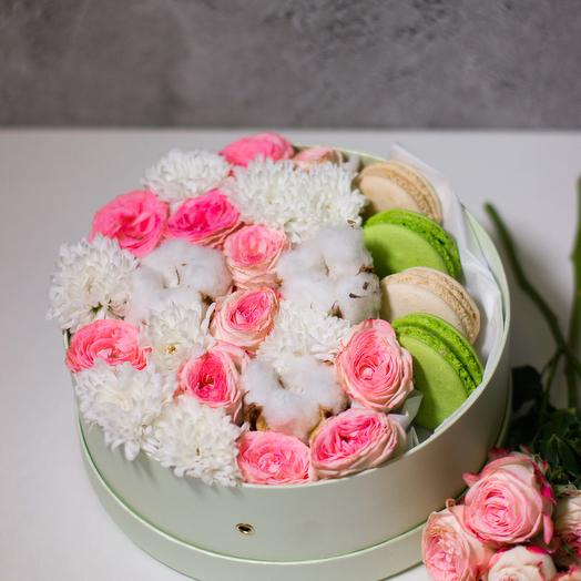 Сладкий букет с макарон 51: букеты цветов на заказ Flowwow