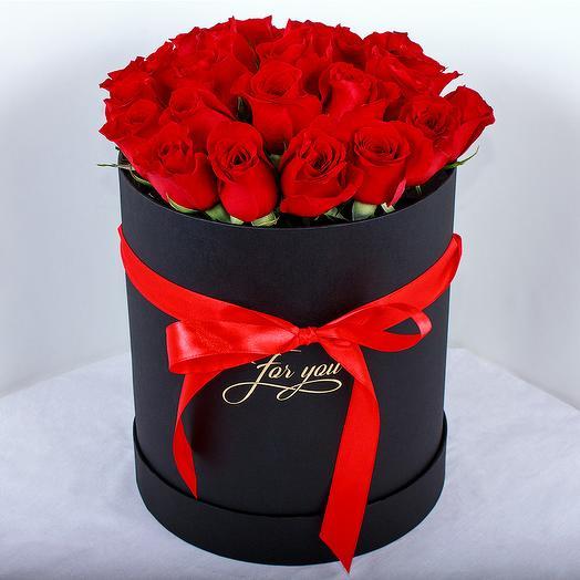 Красные розы в черной шляпной коробке: букеты цветов на заказ Flowwow