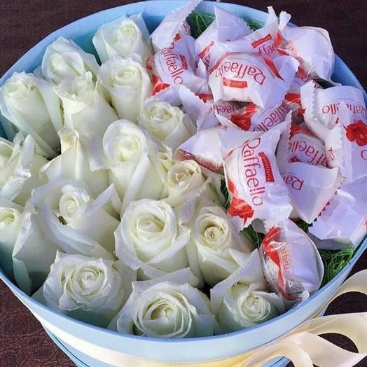 Коробочка со сладостями 16: букеты цветов на заказ Flowwow