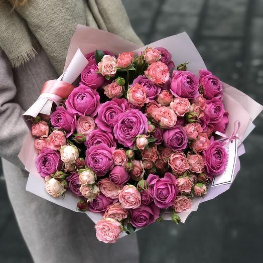 Яркий микс пионовидных роз