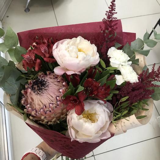 Букет с протеей и пионами: букеты цветов на заказ Flowwow