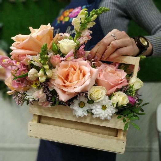 Персиковый крем в ящике: букеты цветов на заказ Flowwow