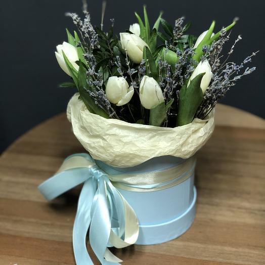 Шляпная коробка с тюльпанами и лавандой S