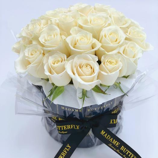 Mini navy velvet box with 23 white roses: букеты цветов на заказ Flowwow
