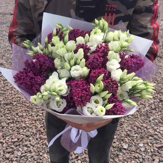 Сирень и эустома в дизайнерской упаковке: букеты цветов на заказ Flowwow