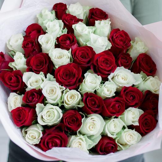 Букет из 51 красной и белой розы микс (Кения) 40 см Standart