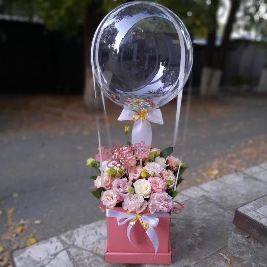 Цветы в коробке с шаром