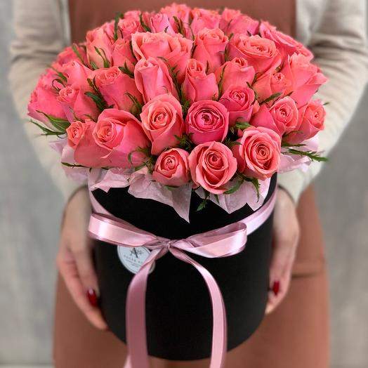 Букет из 41 розы Кения в шляпной коробке