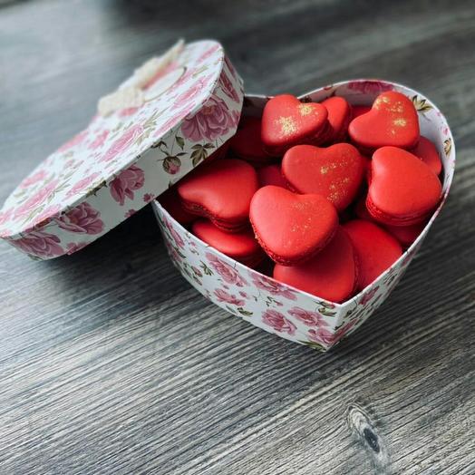 Коробочка с макарон для влюбленных