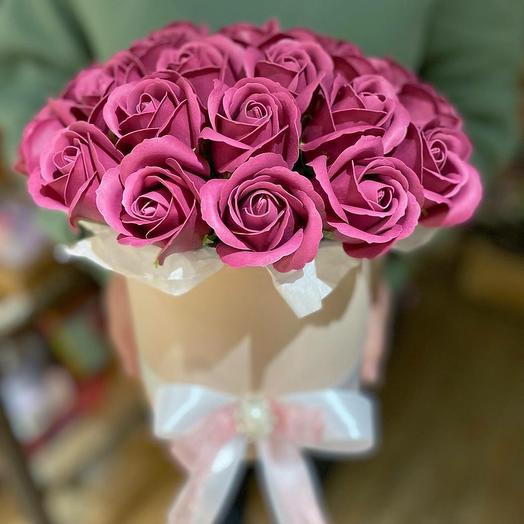 Композиция из мыльных роз в коробке