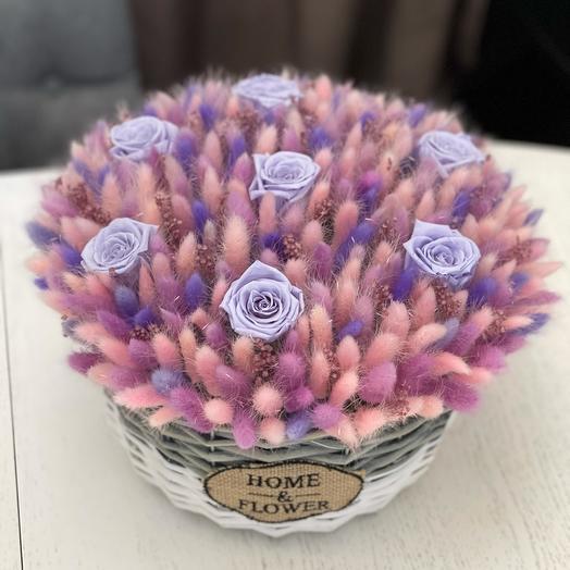 Большое лукошко из лагурус и стабилизированных роз