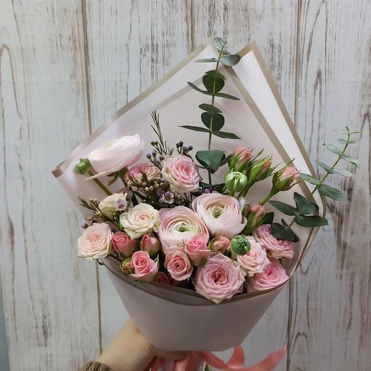 Букет с ранюнкулюсами и розами эквадор