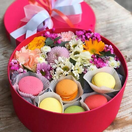 Цветы в коробке «Завтрак в Париже!»