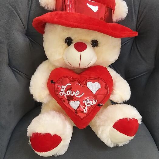 Мишка в шляпке с сердцем