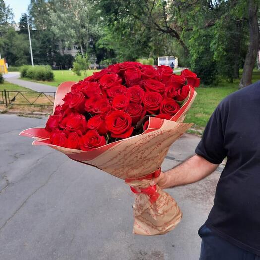 51 роза красные 60 см