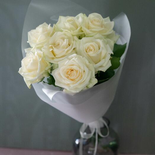 Букет 7 белых роз