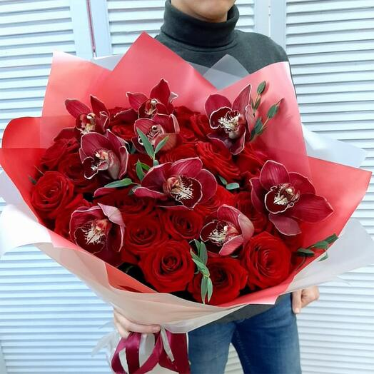 """Букет с красными розами и орхидеями """"Примадонна"""""""