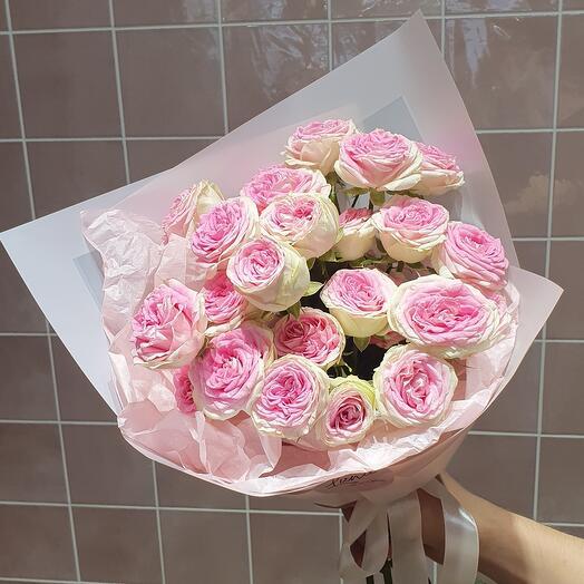 Букет из пионовидных кустовых роз Джеллато