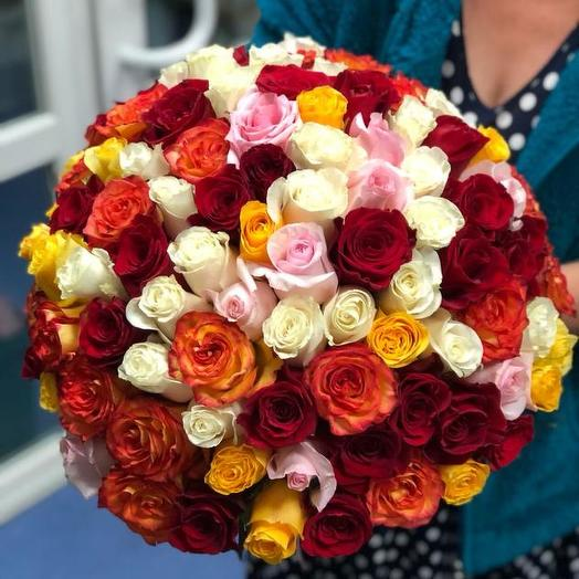 Букет из 101 разноцветной местной розы 60 см: букеты цветов на заказ Flowwow