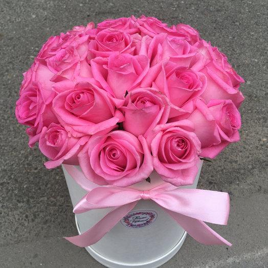 Цилиндр с розовыми розами