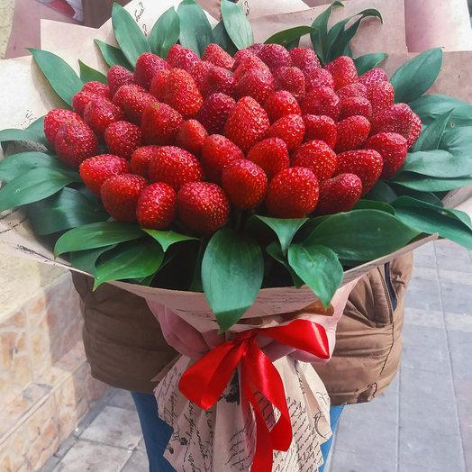 Букет из клубники с зеленью: букеты цветов на заказ Flowwow