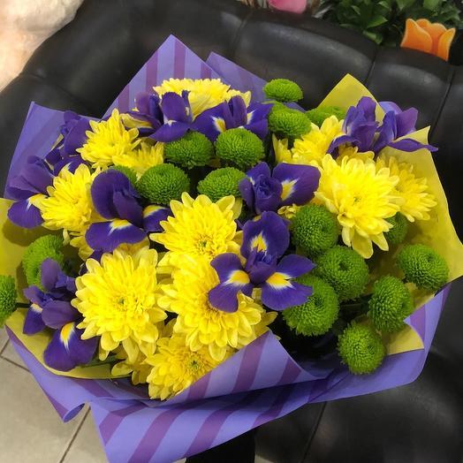 Осенний букет с ирисами и хризантемой