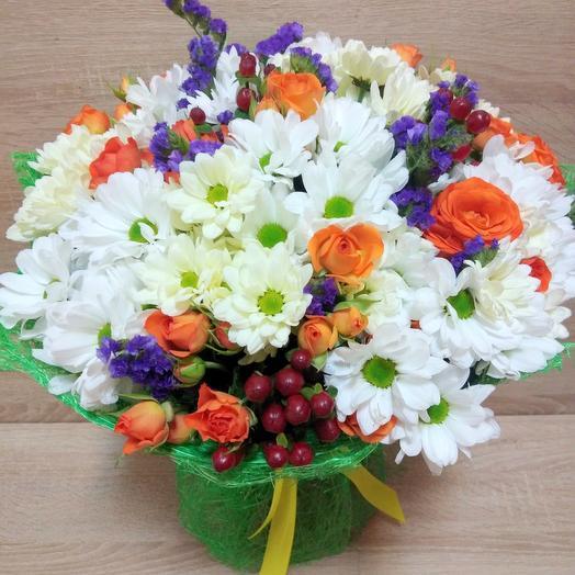Большой летний букет из хризантем и роз