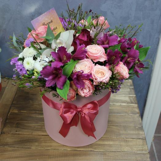 "Коробочка ""Шамилациум"" с пионовидными розами"