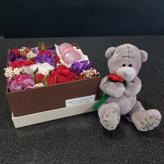 Коробка с мишкой: букеты цветов на заказ Flowwow