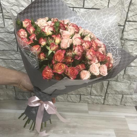 Стильный нежный букет из кустовых роз: букеты цветов на заказ Flowwow