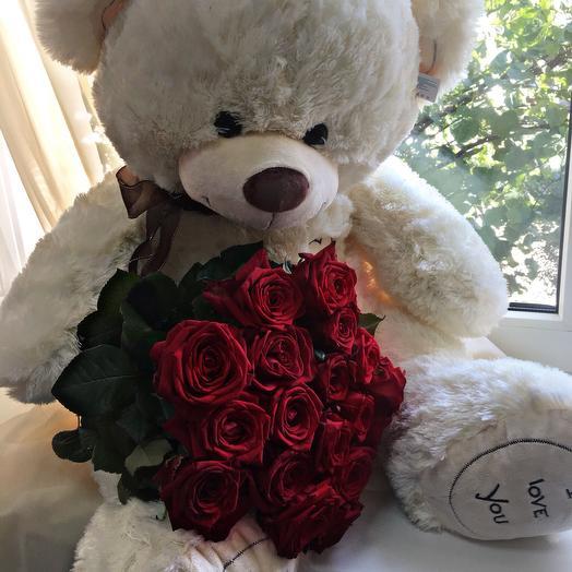 Большой мягкий медведь и 19 роз